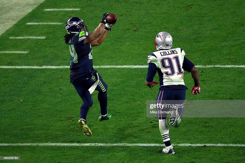 Marshawn Lynch #24 of the Seattle Seahawks completes a catch against Tyler Gaffney #31 of the New England Patriots in the fourth quarter during Super Bowl XLIX at University of Phoenix Stadium on February 1, 2015 in Glendale, Arizona.