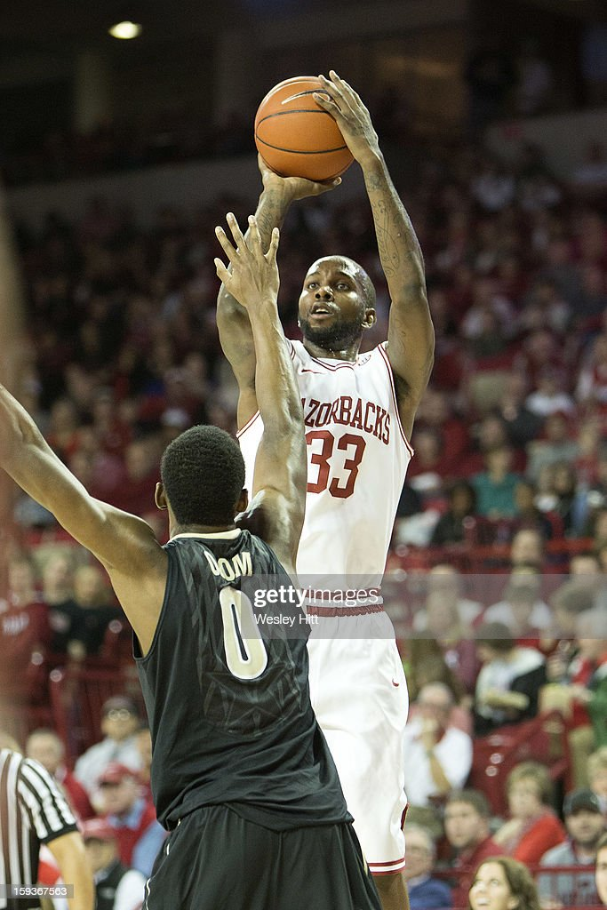 Marshawn Powell #33 of the Arkansas Razorbacks shoots a jump shot over Rod Odom #0 of the Vanderbilt Commodores at Bud Walton Arena on January12, 2013 in Fayetteville, Arkansas. The Razorbacks defeated the Commodores 56-33.
