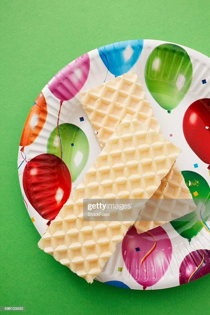 Marshmallow wafers on a colourful plate : Stock Photo