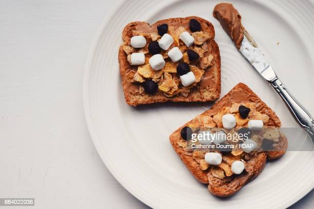 Marshmallows and chocolate chips on the bread