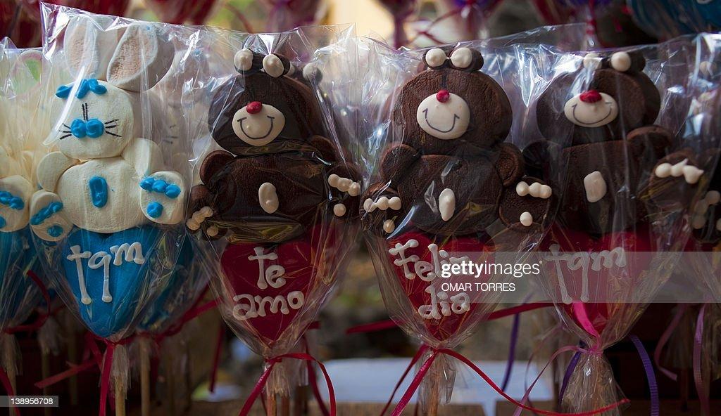 Marshmallows dolls to celebrate Saint Va : News Photo