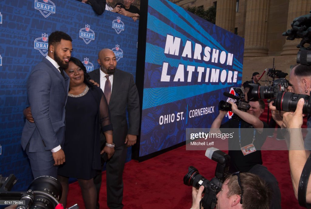 Marshon Lattimore of Ohio State poses for a picture with his mother Felicia Killebrew and father Marland Lattimore Sr. on the red carpet prior to the start of the 2017 NFL Draft on April 27, 2017 in Philadelphia, Pennsylvania.