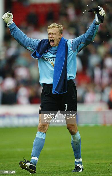 Mart Poom of Sunderland celebrates victory during the Nationwide League Division One match between Sheffield United and Sunderland held on October 4...