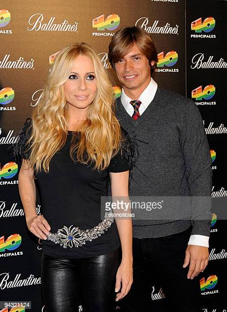Marta Sanchez and Carlos Baute attend the '40 Principales' Awards 2009 winners and performers photocall at the Palacio de Deportes on December 11...