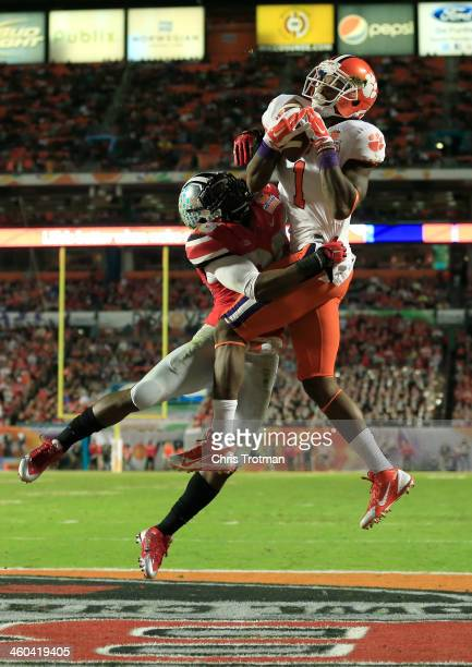 Martavis Bryant of the Clemson Tigers catches a touchdown against Armani Reeves of the Ohio State Buckeyes in the second quarter during the Discover...