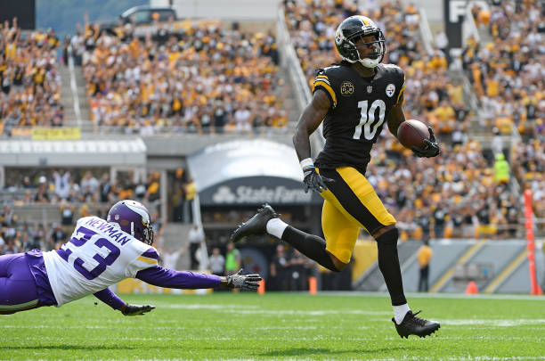 Martavis Bryant  10 of the Pittsburgh Steelers avoid a tackle by Terence  Newman  23 d4d4fd226