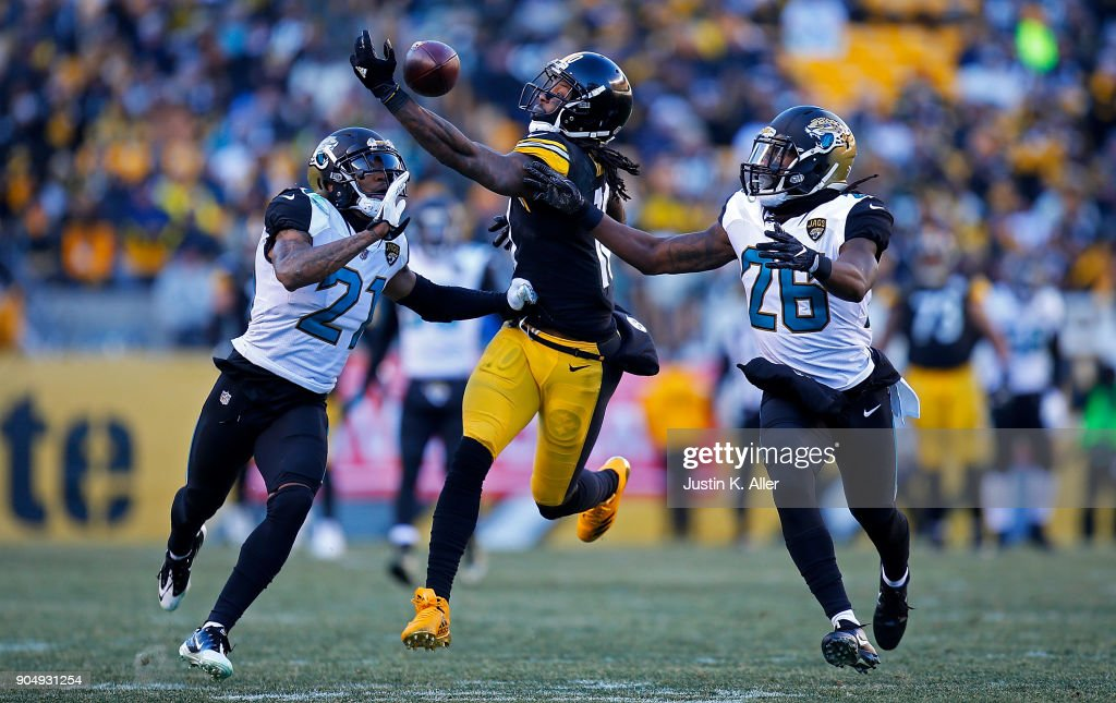 Martavis Bryant #10 of the Pittsburgh Steelers cannot come up with a catch in the fourth quarter during AFC Divisional Playoff game against the Jacksonville Jaguars at Heinz Field on January 14, 2018 in Pittsburgh, Pennsylvania.