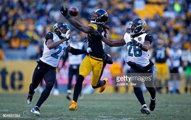 Martavis Bryant of the Pittsburgh Steelers cannot come up with a catch in the fourth quarter during AFC Divisional Playoff game against the...