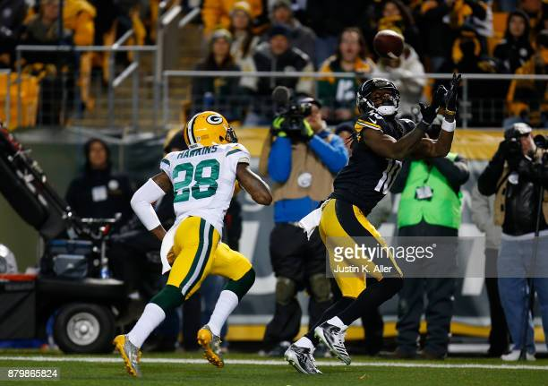 Martavis Bryant of the Pittsburgh Steelers catches a pass in front of Josh Hawkins of the Green Bay Packers for a 17 yard touchdown reception in the...