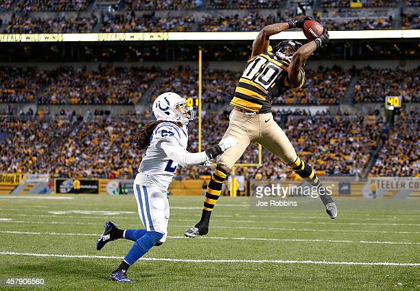 Martavis Bryant of the Pittsburgh Steelers catches his second touchdown of the game in front of Josh Gordy of the Indianapolis Colts during the third...