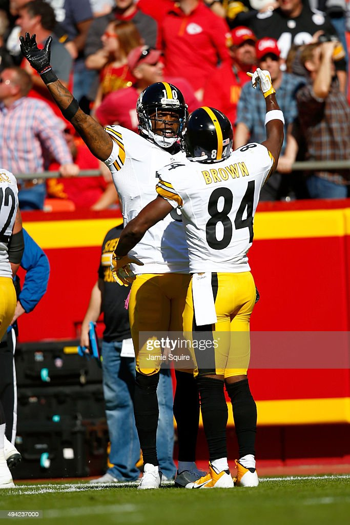 Martavis Bryant #10 of the Pittsburgh Steelers celebrates a touchdown with Antonio Brown #84 of the Pittsburgh Steelers at Arrowhead Stadium during the fourth quarter of the game against the Kansas City Chiefs on October 25, 2015 in Kansas City, Missouri.