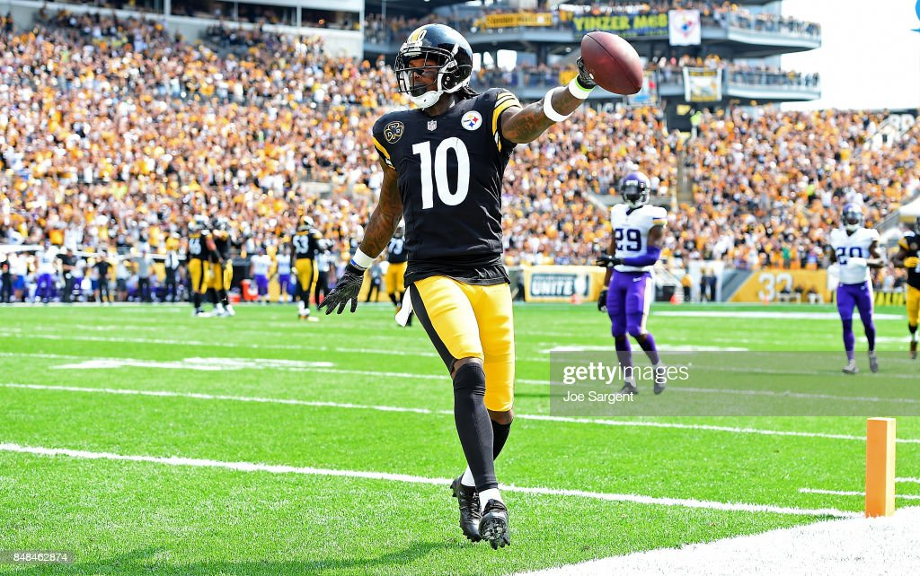 Martavis Bryant  10 of the Pittsburgh Steelers celebrates after a 27 yard  touchdown reception in e7d38cd3f