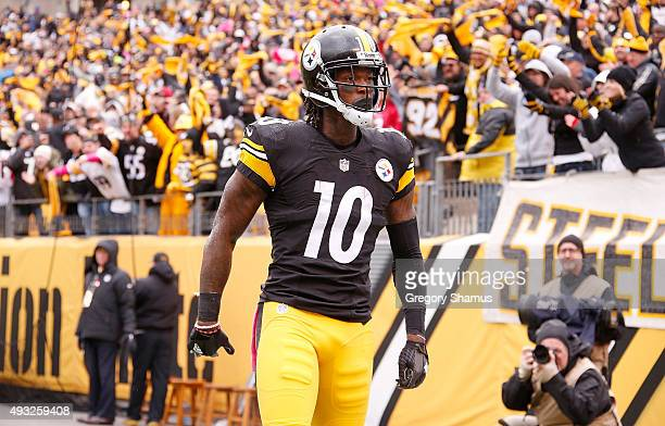 Martavis Bryant of the Pittsburgh Steelers celebrates an 8yard touchdown pass from Landry Jones of the Pittsburgh Steelers in the 3rd quarter of the...