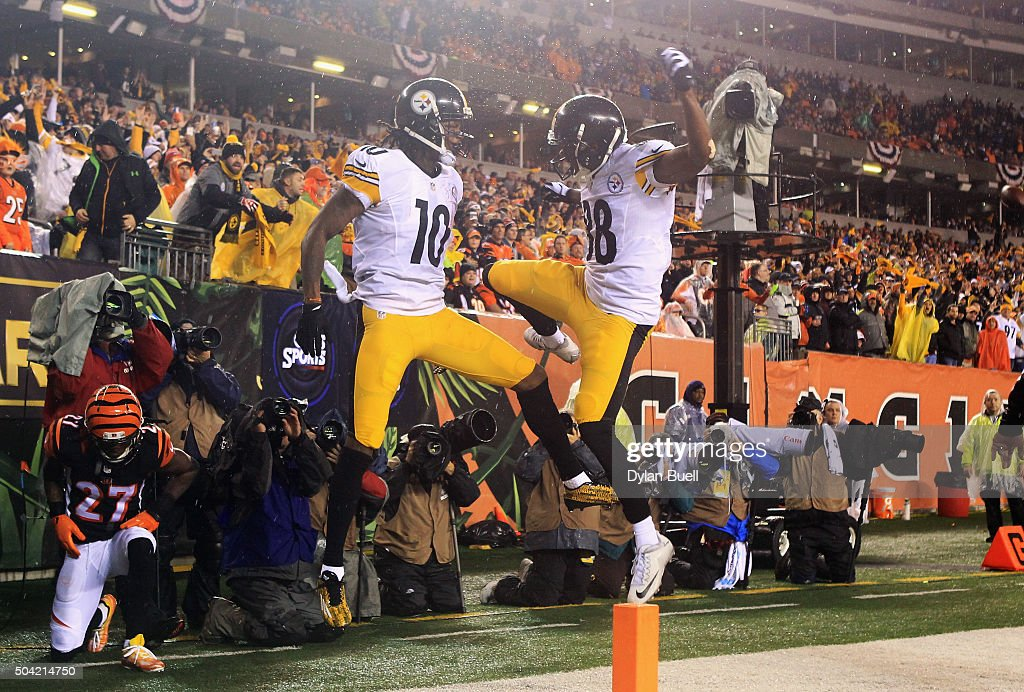 Martavis Bryant #10 of the Pittsburgh Steelers celebrates scoring a touchdown with Darrius Heyward-Bey #88 in the third quarter against the Cincinnati Bengals during the AFC Wild Card Playoff game at Paul Brown Stadium on January 9, 2016 in Cincinnati, Ohio.