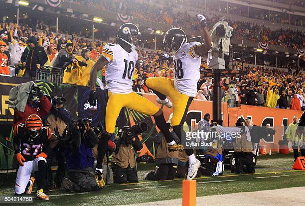 Martavis Bryant of the Pittsburgh Steelers celebrates scoring a touchdown with Darrius Heyward-Bey in the third quarter against the Cincinnati...