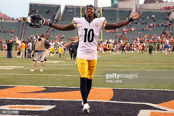 Martavis Bryant of the Pittsburgh Steelers celebrates while walking off of the field after defeating the Cincinnati Bengals 3320 at Paul Brown...