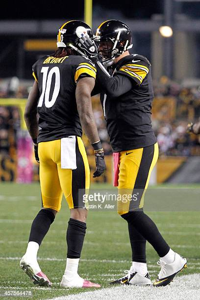 Martavis Bryant of the Pittsburgh Steelers celebrates with Ben Roethlisberger after catching a 35 yards touchdown pass in the second quarter against...
