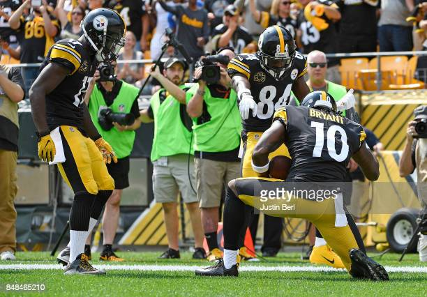 Martavis Bryant of the Pittsburgh Steelers celebrates with teammates after a 27 yard touchdown reception in the first quarter during the game against...