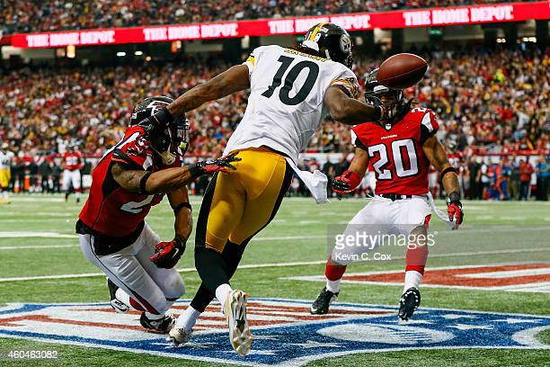 Martavis Bryant of the Pittsburgh Steelers fails to pull in a touchdown against Robert McClain and Dwight Lowery of the Atlanta Falcons in the first...