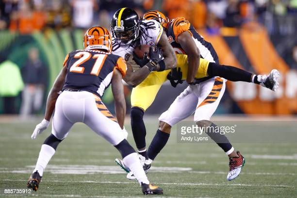 Martavis Bryant of the Pittsburgh Steelers is tackled by William Jackson and Darqueze Dennard of the Cincinnati Bengals during the first half at Paul...