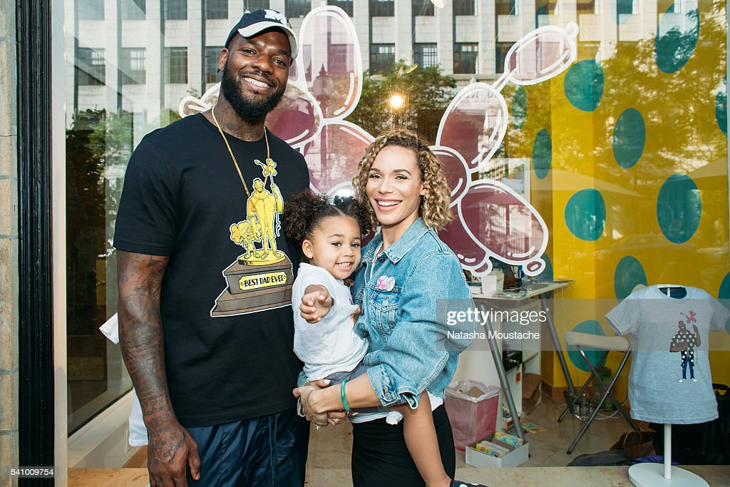 Martellus Bennett, daughter Austin Jett Rose,Martellus Bennett, Austin Jett Rose Bennett, Sigourney Bennett and wife Sigourney Bennett pose in front of the Hey AJ Imagination Lounge Pop Up on June 17, 2016 in Boston, Massachusetts.