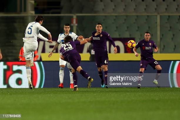 Marten De Roon of ACF Fiorentina scores the third goal of his team during the Coppa Italia match between ACF Fiorentina and Atalanta BC on February...