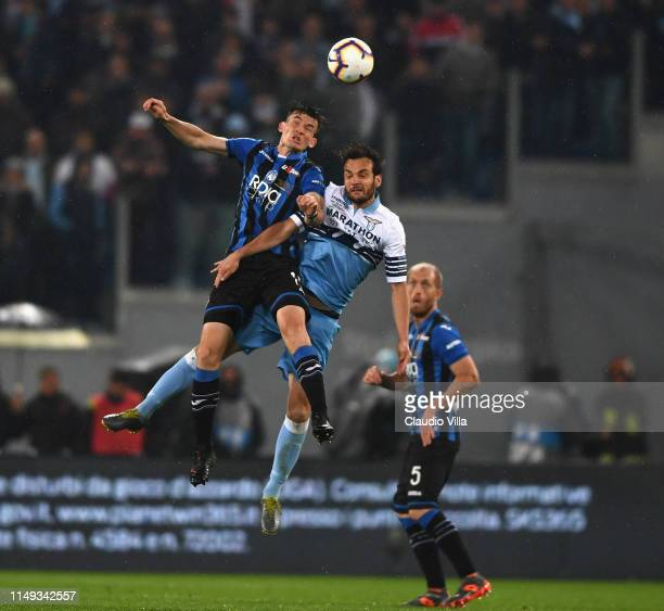 Marten de Roon of Atalanta BC and Marco Parolo of SS Lazio fight for the ball during the TIM Cup Final match between Atalanta BC and SS Lazio at...