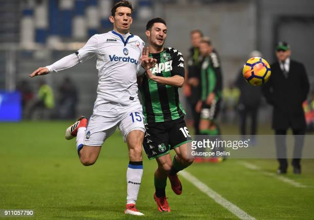Marten De Roon of Atalanta BC and Matteo Politano of US Sassuolo in action during the serie A match between US Sassuolo and Atalanta BC at Mapei...