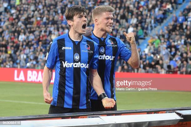 Marten De Roon of Atalanta BC celebrates after scoring a goal from the penalty spot during the serie A match between Spal and Atalanta BC at Stadio...