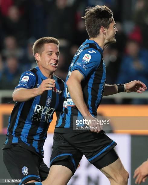 Marten De Roon of Atalanta BC celebrates with his teammate Mario Pasalic after scoring the opening goal during the Serie A match between Atalanta BC...