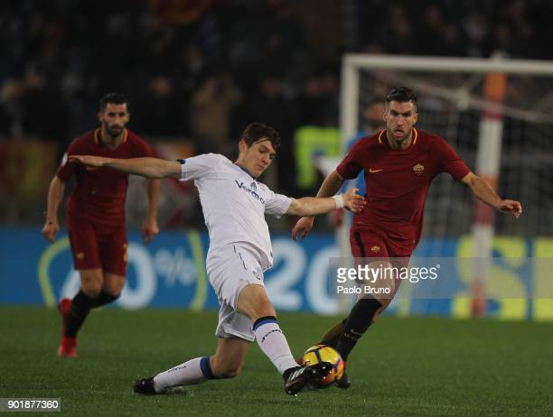 Marten De Roon of Atalanta BC competes for the ball with Kevin Strootman of AS Roma during the serie A match between AS Roma and Atalanta BC at...