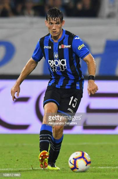 Marten De Roon of Atalanta BC controls the ball during the serie A match between SPAL and Atalanta BC at Stadio Paolo Mazza on September 17 2018 in...