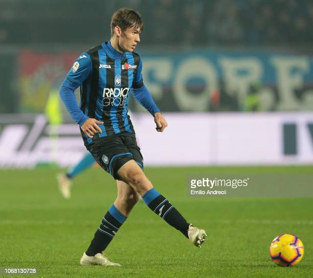 Marten De Roon of Atalanta BC in action during the Serie A match between Atalanta BC and SSC Napoli at Stadio Atleti Azzurri d'Italia on December 3...