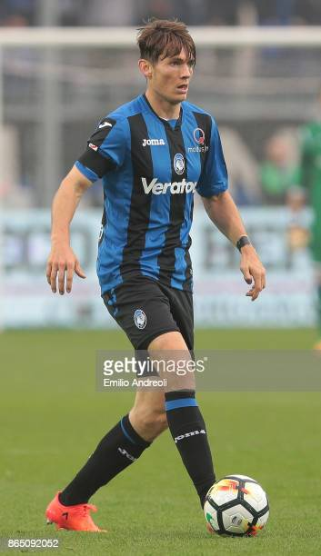 Marten De Roon of Atalanta BC in action during the Serie A match between Atalanta BC and Bologna FC at Stadio Atleti Azzurri d'Italia on October 22...