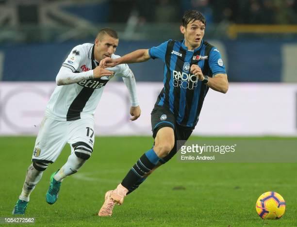 Marten De Roon of Atalanta BC is challenged by Antonino Barilla of Parma Calcio during the Serie A match between Atalanta BC and Parma Calcio at...