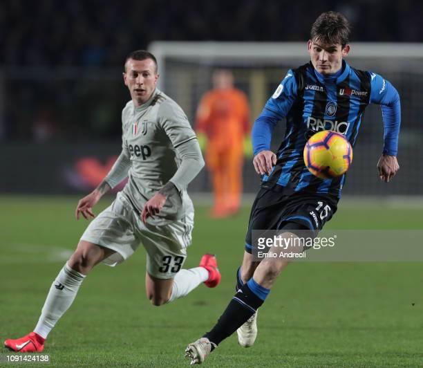 Marten De Roon of Atalanta BC is challenged by Federico Bernardeschi of Juventus during the Coppa Italia match between Atalanta BC and Juventus at...