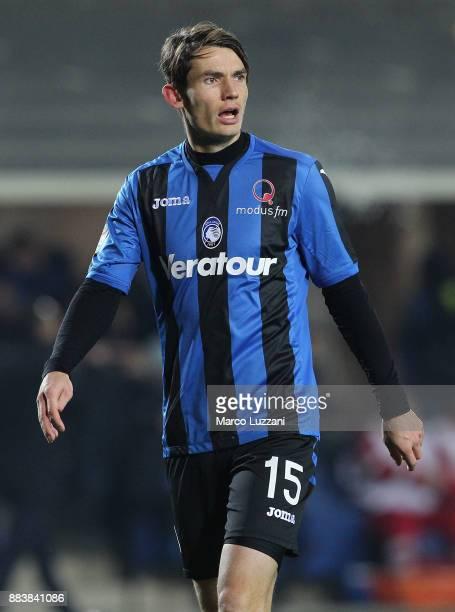 Marten De Roon of Atalanta BC looks on during the Serie A match between Atalanta BC and Benevento Calcio at Stadio Atleti Azzurri d'Italia on...