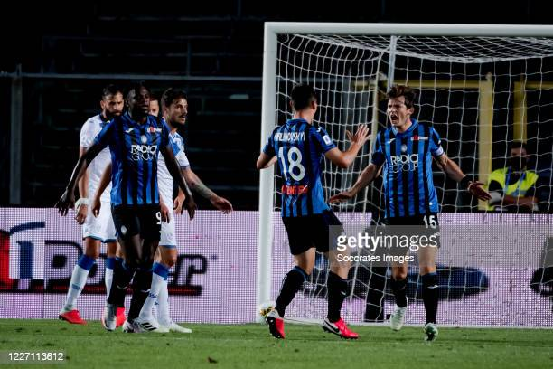 Marten de Roon of Atalanta Bergamo celebrates 21 with Ruslan Malinovskyi of Atalanta Bergamo during the Italian Serie A match between Atalanta...