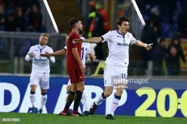 Marten De Roon of Atalanta celebrates after the goal of 02 scored during the serie A match between AS Roma and Atalanta BC at Stadio Olimpico on...
