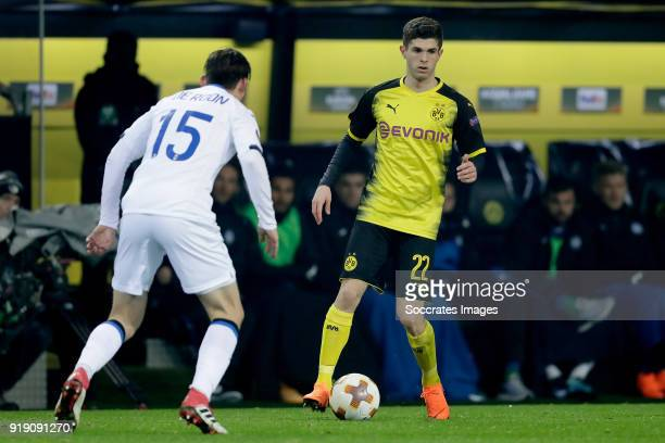 Marten de Roon of Atalanta Christian Pulisic of Borussia Dortmund during the UEFA Europa League match between Borussia Dortmund v Atalanta Bergamo at...