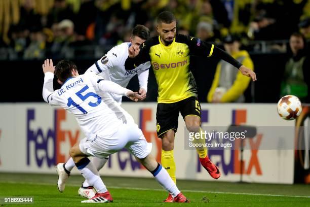 Marten de Roon of Atalanta Jeremy Toljan of Borussia Dortmund during the UEFA Europa League match between Borussia Dortmund v Atalanta Bergamo at the...