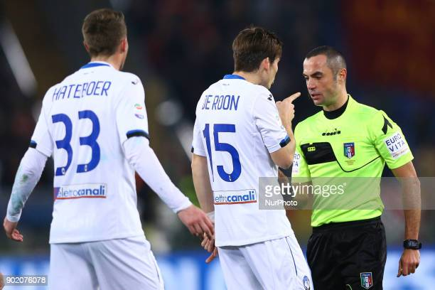 Marten De Roon of Atalanta reclaiming with the referee Guida after the red card received during the serie A match between AS Roma and Atalanta BC at...