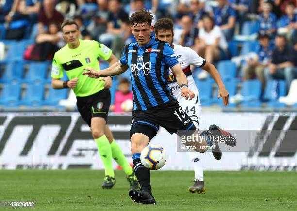 Marten De Roon of Genoa CFC in action during the Serie A match between Atalanta BC and Genoa CFC at Mapei Stadium Citta del Tricolore on May 11 2019...