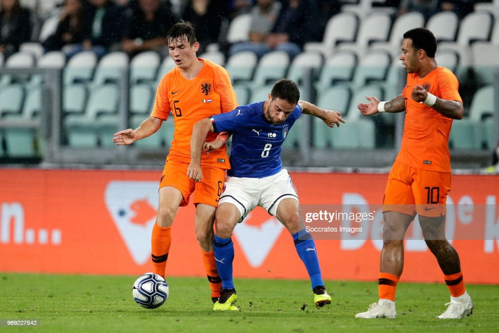 Marten de Roon of Holland, Giacomo Bonaventura of Italy during the International Friendly match between Italy v Holland at the Allianz Stadium on June 4, 2018 in Turin Italy