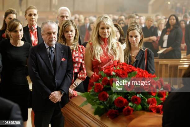 Martha De Laurentiis wife of Italian film mogul and Hollywood producer Dino De Laurentiis and their daughters Dina De Laurentiis and Carolyna De...