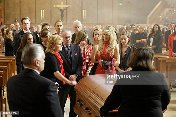 Martha De Laurentiis wife of Italian film mogul and Hollywood producer Dino De Laurentiis and and family members stand near his casket during the...