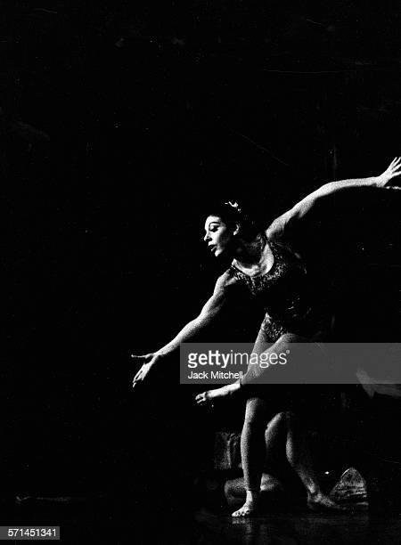Martha Graham dancer Linda Hodes performing in 1964