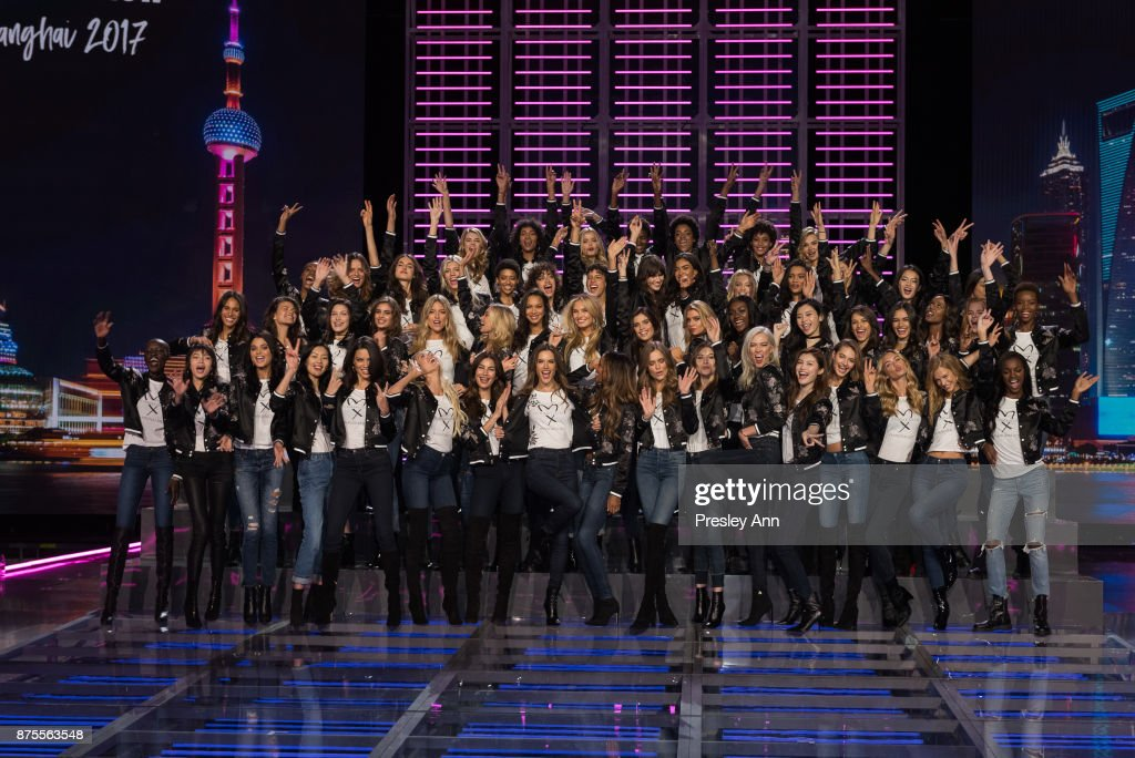 Victoria's Secret Fashion Show 2017 - All Model Appearance At Mercedes-Benz Arena : Foto jornalística