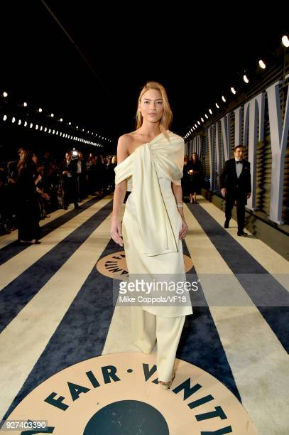 Martha Hunt attends the 2018 Vanity Fair Oscar Party hosted by Radhika Jones at Wallis Annenberg Center for the Performing Arts on March 4 2018 in...