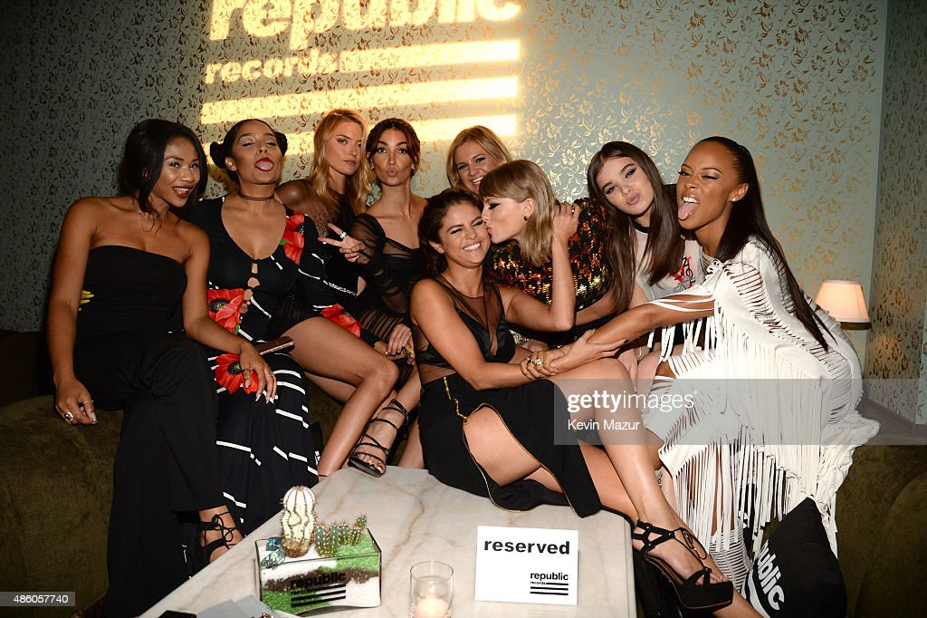 Martha Hunt, Lily Aldridge, Selena Gomez, Taylor Swift, Hailee Steinfeld and Serayah McNeill attend the Republic Records VMA after party at Ysabel on August 30, 2015 in West Hollywood, California.